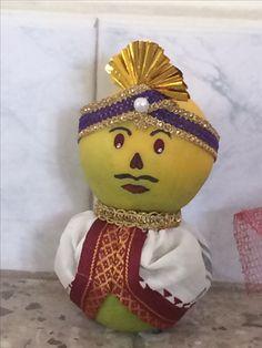 Thali Decoration Ideas, Fruit Decorations, Indian Wedding Favors, Indian Wedding Decorations, Coconut Decoration, Flower Rangoli, Marriage Decoration, Wedding Plates, Engagement Decorations