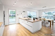 Kitchen in Scheuerfeld Elementa Laser Brilliant – Küchen Art GmbH - Home & DIY Cocinas Kitchen, Cuisines Design, Modern Kitchen Design, Architect Design, Home Furnishings, Home Furniture, Kitchen Decor, Kitchen Art, Family Room