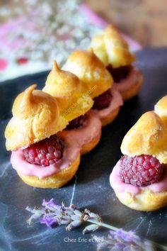 Small puff pastry cream with raspberries Eclairs, Profiteroles, Pastry Recipes, Dessert Recipes, Cooking Recipes, Cream Puff Recipe, Choux Pastry, French Pastries, Mini Desserts