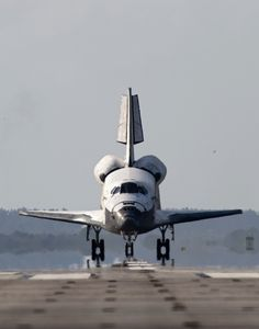humanoidhistory: The Space Shuttle Discovery comes home on April 20, 2010. (NASA)