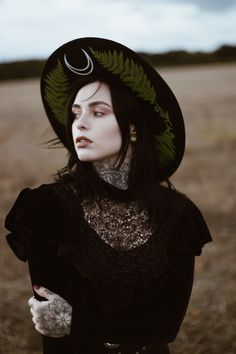 Lady Of Dreams Throws pillows candles baskets are great items for winter decor. Witch Fashion, Dark Fashion, Boho Fashion, Free Tarot, Steam Punk Jewelry, Tumblr, Dark Beauty, Goth Girls, Hd Photos