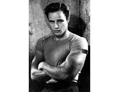 Os atores mais elegantes do cinema segundo a GQ: Marlon Brando em Sindicato de Ladrões. #cinema