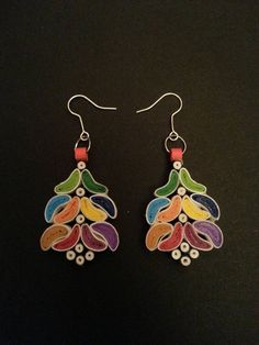 Paper Quilling Jewelry, Origami And Quilling, Paper Bead Jewelry, Quilling Earrings, Quilling Craft, Paper Earrings, Quilling Designs, Paper Beads, Jewelry Crafts