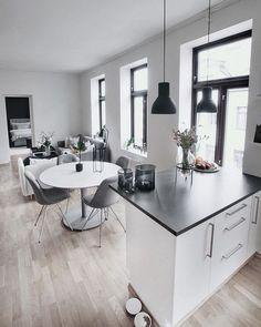 Home Interior Living Room 52 Modern Kitchen To Inspire Your Ego interiors homedecor interiordesign homedecortips Small Apartment Design, Small Apartments, Apartment Styles, Small Apartment Living, Apartment Goals, Small Living Rooms, Easy Home Decor, Home Decor Trends, Decor Ideas