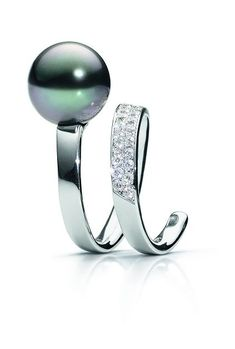 Schoeffel Moon Loop Ring of 750 white gold with Tahitian cultured pearl and 38 diamonds (0.66 carats)