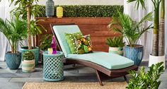 CONTEMPORAIN  Ambiance : élégante et détendue Astuce : choisissez une chaise longue classique de couleur vive pour ajouter de la personnalité à votre décor. Chaise longue 279,99$ #MyHomeSense