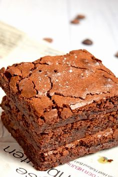Low fodmap & gluten free recipe - Vegetarian - Delicious Salted Caramel brownies made with the Dutch chocolate from Tony's Chocolonely. Gluten-free and low FODMAP! Brownie Recipes, Cookie Recipes, Dessert Recipes, Drink Recipes, Mrs Fields Brownie Recipe, Recipes Dinner, Smoothie Recipes, Nutribullet Recipes, Salted Caramel Brownies