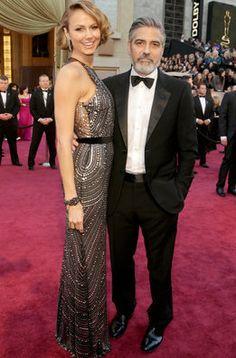 Stacy Keibler y George Clooney en la alfombra roja de los Oscar 2013