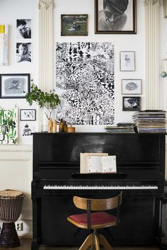 13 Ways to Decorate Around a Piano Piano Living Rooms, Living Spaces, Small Rooms, Small Spaces, Piano Room Decor, The Piano, Ikea Art, Apartment Design, Apartment Therapy