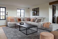 Winter is coming! Maar geen paniek. Deze zachte tinten houden je warm op koude dagen. Ook op zoek naar een warm interieur? Onze Charrell's Angels helpen je graag verder met het gepaste advies! #charrell #charrellhomeinteriors #homesweethome #winteriscoming #cozy #interieur #interieuradvies #interieurstyling #gezellig #mooiwonen #woonkamer #livingroom #woonkamerinspiratie #sofa Living Room Decor Cozy, Living Room Tv, Home And Living, Room Mom, Interior Decorating, Interior Design, Decoration, Interior Architecture, Sweet Home