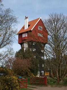 The House In The Clouds in Thorpeness, England (by The original SimonB).