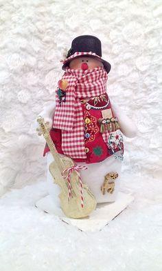 Новогодние игрушки. Снеговик музыкант.