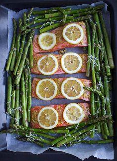 Kokeile loistavaa yhden pellin lohi-parsaruokaa - Kiusauksessa | HS.fi Seafood Dinner, Fish And Seafood, Pavlova, Asparagus, Feta, Good Food, Vegetables, Recipes, Early Bird