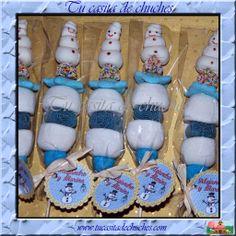 Brocheta de chuches con muñeco de nieve decorado artesalmente. Disponible en www.tucasitadechuches.com