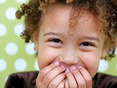 Een maand geleden schreef ik over hoe kinderen van nu authenticiteit nodig hebben om goed te kunnen functioneren (http://www.nieuwetijdskind.com/kinderen-van-nu-en-authenticiteit/) . Nu is het alleen voor velen, na jaren zichzelf verbergen, moeilijk om zichzelf te laten zien. Het is een proces om het jezelf opnieuw aan te leren. Een lastig proces, maar met een groot geschenk