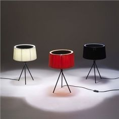 Elegante Stehlampe mit Stative Gestell Trommel Design