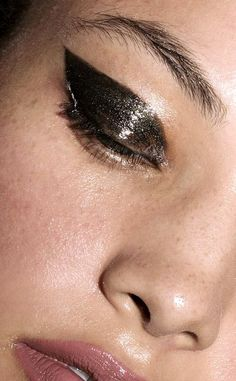 This Glossy Shimmering Cat-Eye Is Perfect For A Holiday Party