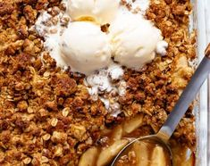 Easy Cinnamon Apple Crumble is foolproof! A juicy apple pie filling is covered with a crispy oatmeal cookie-like topping! Salmon Recipes, Seafood Recipes, Chicken Recipes, Cooking Recipes, Detox Recipes, Chicken Asparagus, Balsamic Chicken, Chicken Salad, Garlic Chicken
