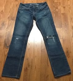 AMERICAN EAGLE RIPPED STRAIGHT JEANS SIZE 2 #AmericanEagleOutfitters #StraightLeg