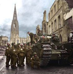 A Churchill tank crew and US Airborne troops in Münster, 4 April (Possibly US 513 PIR Airborne (inc. Airborne Medical Company) and Coldstream Guards, Guards Tank Brigade with a Churchill Mk V Howitzer) (Photo source - © IWM BU Colorized History, Colorized Photos, Ww2 Photos, Canadian Soldiers, Canadian Army, Churchill, Ww2 Tanks, War Photography, Prisoners Of War