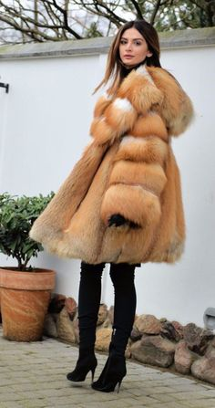 82ef7a369b10d 824 meilleures images du tableau fourrure   Fur, Fur coats et Furs