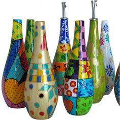 Risultati immagini per hand painted bottles Wine Bottle Glasses, Wine Bottle Art, Painted Wine Bottles, Painted Jars, Diy Bottle, Painted Wine Glasses, Bottles And Jars, Hand Painted, Decorated Bottles