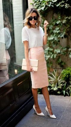Casual summer work outfit idea: a pastel pencil skirt and heels,