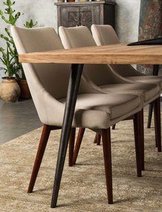 Der stylische Polsterstuhl JuJu  ist eine schlichte Schönheit und einem Touch aus der alten Kolonial Zeit. Jetzt entdecken bei car-Moebel.de!