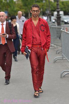 Le journaliste de mode italien Simone Marchetti looké pour assister au défilé #hautecouture Chanel. Photoshoot Studio Bain de Lumière. Reportage photo par studio Bain de lumiere