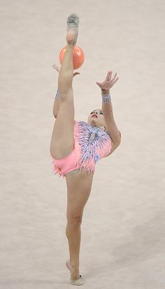 Melitina Staniouta of Belarus competes with ball during the Rhythmic Gymnastics World Championships 2015 on September 2015 in Stuttgart, Germany. Gymnastics World, Amazing Gymnastics, Gymnastics Photography, Gymnastics Pictures, Sport Gymnastics, Artistic Gymnastics, Dance Photography, Olympic Gymnastics, Gymnastics Flexibility