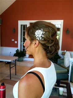LOVE this hairdo for a wedding
