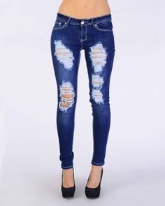 Find Here Best 44 Cheap Ripped Jeans for Women Decide what you would like to do with your jeans and after that mark it clearly. Based on whatever you want to do with your jeans, you will Womens Ripped Jeans, Ripped Skinny Jeans, Outfit Jeans, Jeans Pants, Denim Jeans, Kan Kan Jeans, Jean Outfits, Cute Outfits, Holy Jeans