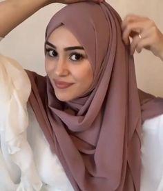 Stylish Hijab, Modest Fashion Hijab, Modern Hijab Fashion, Hijab Fashion Inspiration, Muslim Fashion, Mode Inspiration, Hijab Casual, Fashion Hats, 80s Fashion