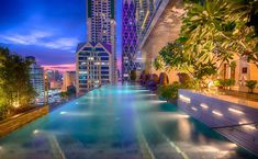 Enjoy exclusive hotel deals and holiday packages when you book direct with Eastin Grand Hotel Sathorn Bangkok. Make the most out of your Bangkok hotel bookings! Rooftop Bar Bangkok, Best Rooftop Bars, Bangkok Hotel, Rooftop Pool, Bangkok Thailand, Outdoor Pool, Infinity Pools, Sky Bridge, Beste Hotels