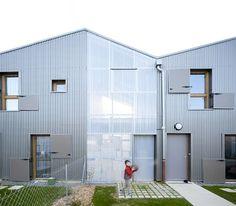 Alexandre Favé & Laurent Lagadec - Vezin-le-Coquet... School Architecture, Modern Architecture, Minimalist Home, Minimalist Design, Habitat Collectif, Arch House, Townhouse, Furniture Design, Shed