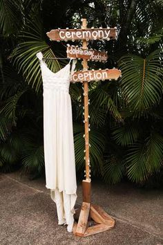DIY direction sign & DIY wedding dress