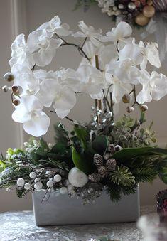 Orchid Flower Arrangements, Christmas Flower Arrangements, Ikebana Flower Arrangement, Beautiful Flower Arrangements, 50 Diy Christmas Decorations, Christmas Centerpieces, Flower Decorations, Christmas Crafts, Christmas Wreaths