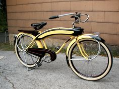 1938 Hiawatha Arrow - 1938 Shelby Hiawatha, bought the bike back in August of The color combo is awesome. Its fantastic to ride. Bici Retro, Velo Retro, Velo Vintage, Retro Bicycle, Old Bicycle, Bicycle Shop, Bicycle Women, Bicycle Art, Old Bikes
