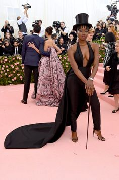 Every Look From the 2019 Met Gala Red Carpet Met Gala Red Carpet, Red Carpet Ready, Black Carpet, Red Carpet Looks, Fashion Wear, Womens Fashion, Fasion, Costume Institute, Fashion Catalogue