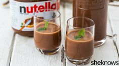Genial: Nutella-Schnaps gibt's wirklich – das Rezept zum Selbermachen hier! Awesome: Nutella schnapps really exists – the recipe for making it yourself here! Diy Nutella, How To Make Nutella, Milka Oreo, Homemade Liqueur Recipes, Homemade Baileys, Homemade Alcohol, Homemade Candles, Food Club, Schnapps