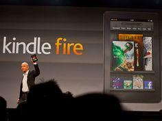 クールなツールは機能にシンプルだ。    2011年にニューヨークで開催のイベントでAmazon初のタブレットコンピュータであるKindle Fireを発表する同社最高経営責任者(CEO)Jeff Bezos氏