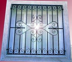 Home Window Grill Design, Window Grill Design Modern, Balcony Grill Design, Steel Grill Design, Metal Window Frames, Wooden Front Door Design, House Gate Design, La Forge, Front Courtyard