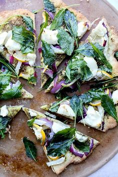 Middle Eastern Pizza with Red Onion, Fennel, Lemon, Ricotta and Kale | www.floatingkitch...