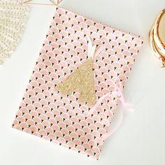 Le chouchou de ma boutique https://www.etsy.com/fr/listing/547843712/protege-carnet-de-sante-rose-et-or-tipi