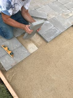 diy tips the best way to lay a brick paver patio. Black Bedroom Furniture Sets. Home Design Ideas