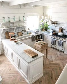 Small Kitchen Remodeling Farmhouse Kitchen small kitchen would work in most tract homes. like a real kitchen. Küchen In U Form, Casa Cook, Cuisines Design, Beautiful Kitchens, Kitchen Decor, Real Kitchen, Kitchen Small, Kitchen Ideas, Kitchen Designs