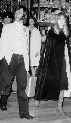 John Lennon and Pattie Boyd Rock N Roll Music, Rock And Roll, Sixties Fashion, Retro Fashion, Pattie Boyd, Something In The Way, English Fashion, Twist And Shout, Steve Perry