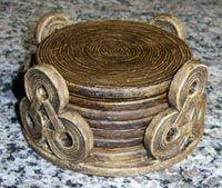 porta copos de jornal - Pesquisa Google Newspaper Basket, Newspaper Crafts, Home Crafts, Diy And Crafts, Arts And Crafts, Weaving Projects, Diy Craft Projects, Recycled Paper Crafts, Magazine Crafts