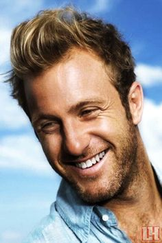 Had a thing for Scott Caan since Varsity Blues! Look at that smile!! :)