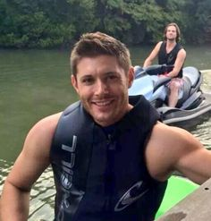 #9YearsOfSupernatural celebrating with a family Vacation at Jensen's new lake house in Tx.